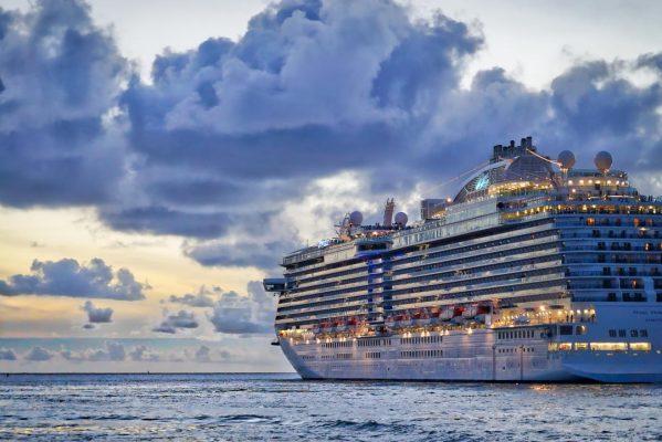 Kreuzfahrtschiff auf dem Weg nach Kuba